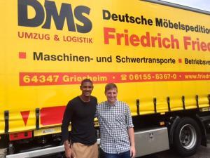 Sébastien Haller (li) mit Marcel Rühl am Tag der Einlagerung